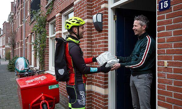 Cycloon Fietskoeriers neemt oude apparaten mee in heel Den Haag