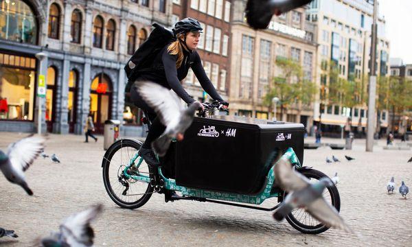 H&M bezorgt online aankopen op de fiets